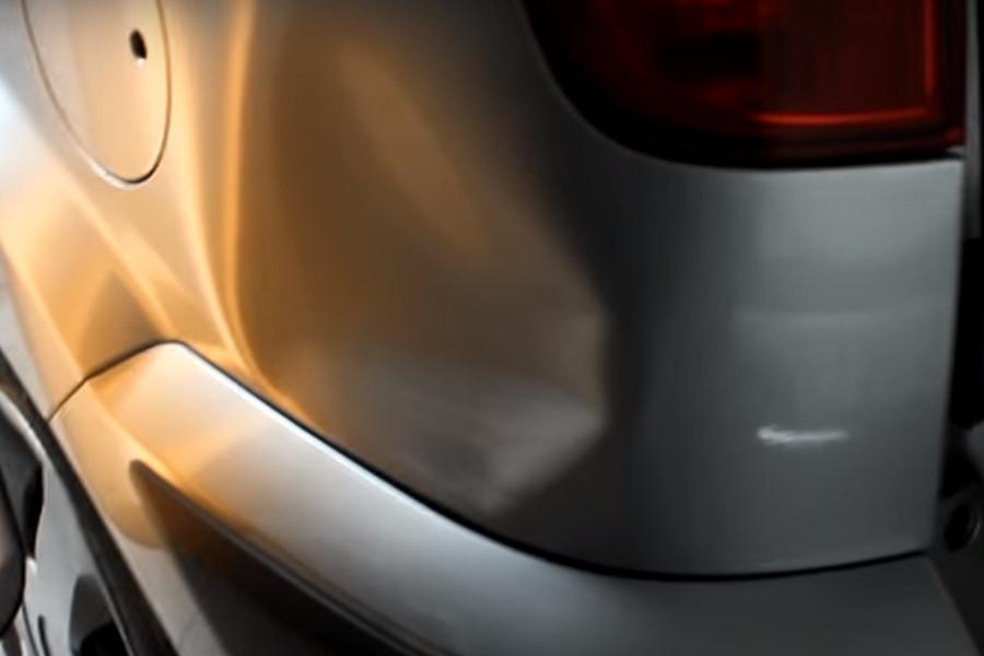 Фото вмятины на заднем крыле авто