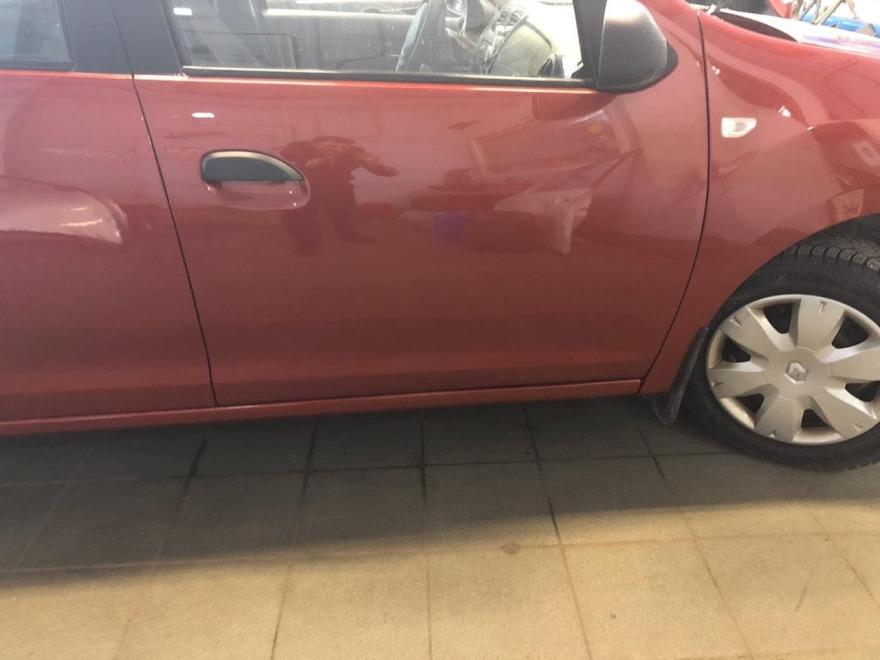 Фото повреждений Renault Logan